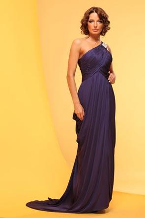 Рвадебные платья в греческом стиле наиболее популярны среди остальных.
