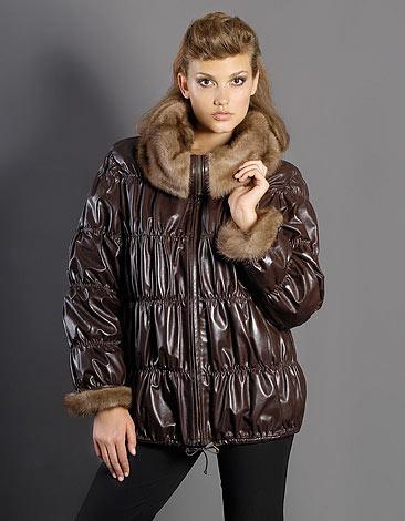Рассмотрим основные тенденции сезона в женской верхней одежде. Предлагаем вашему вниманию самые модные куртки зимы