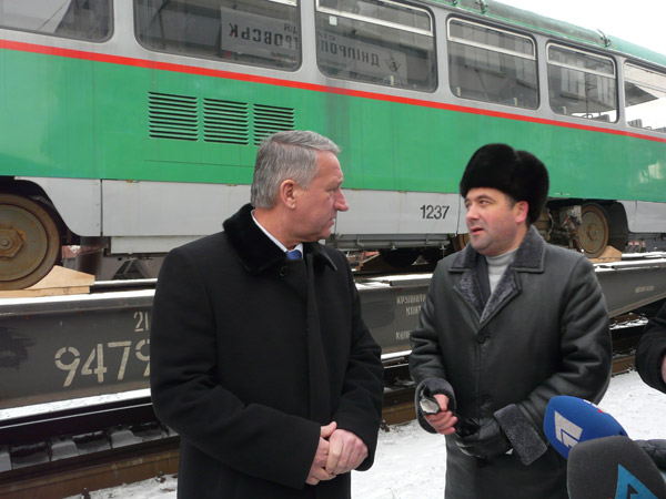 В Днепропетровск прибыла первая партия трамваев