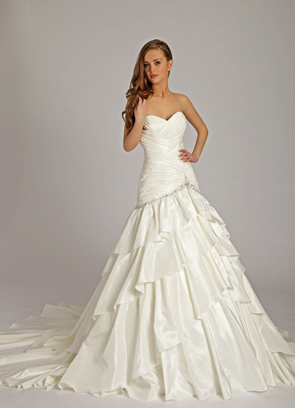 Комментарий: Комментарий: Пятигорск. 8-928-317-66-10. Продажа. Продам свадебное платье Lisa Donetty цвет-европейский белый, небольшой шлейф