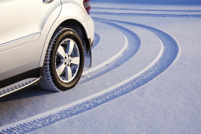Шипованная резина нужна в районах суровых зим, она предпочтительней при езд