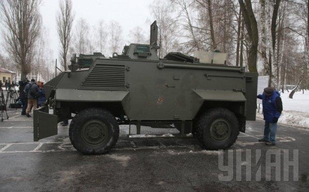 Кузов военных авто «Саксон» собран из брони натовского стандарта В7, что означает стойкость к подрыву на минах и фугасах.