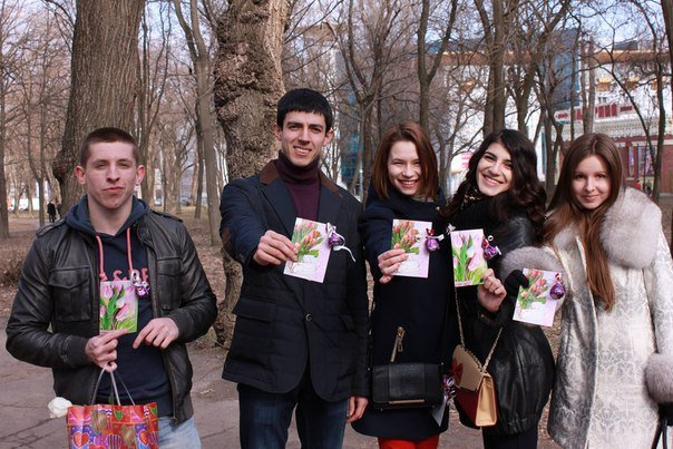 Восьмого марта молодежная общественная организация Like Молодь устроила акцию «Подари тепло и радость».