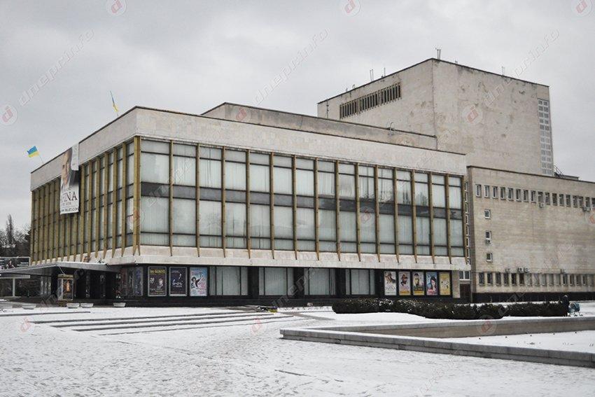 Активисты считают, что директор Оперного театра скрывает доходы