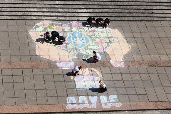 В Днепропетровске студенты провели патриотический флешмоб (ФОТО) (фото) - фото 1