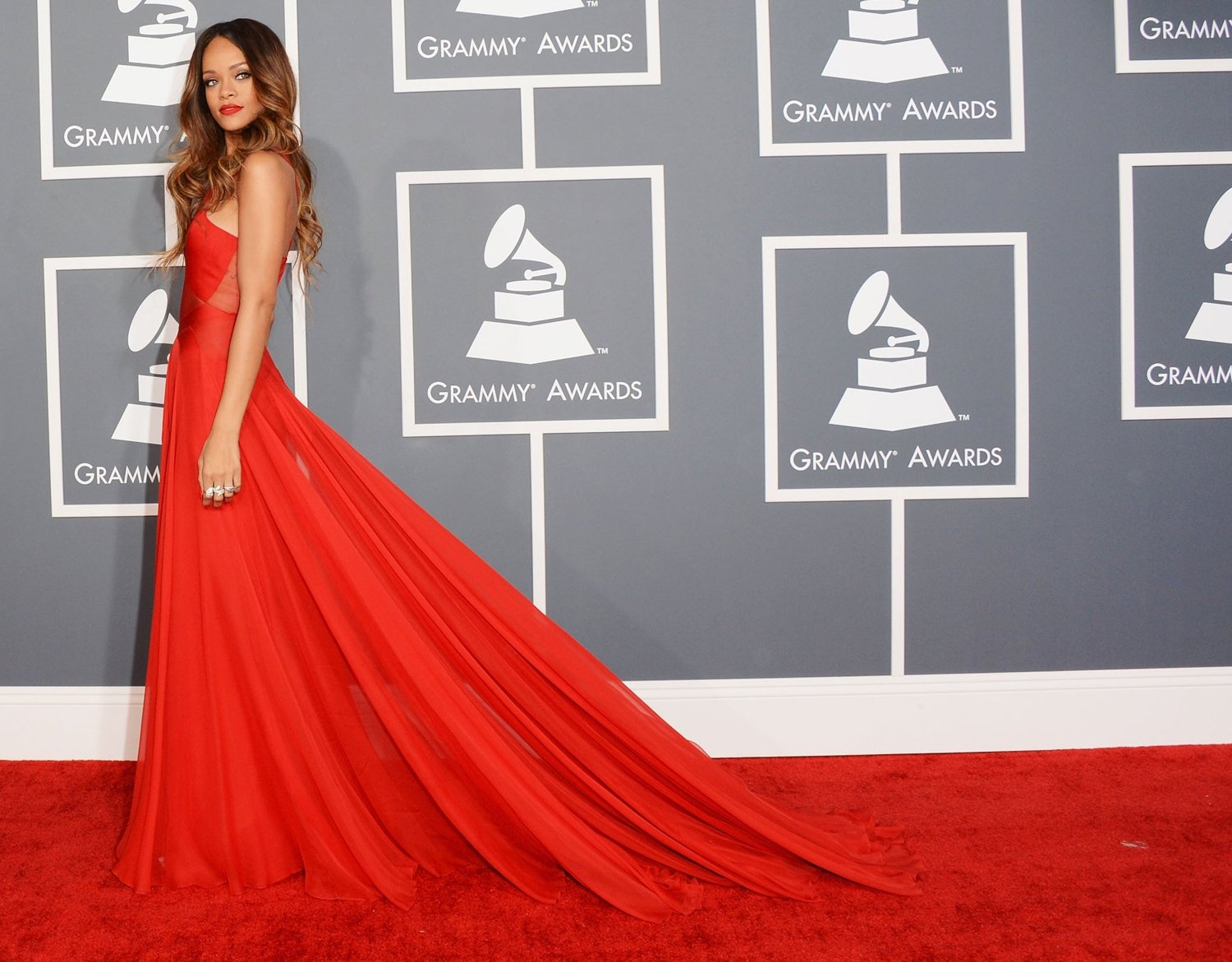 Rihanna-dress1_original