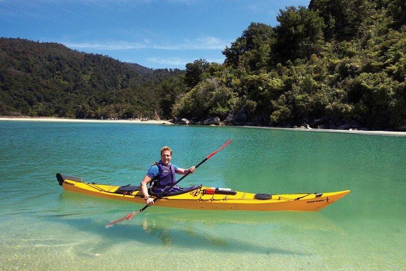 kayak_on_water
