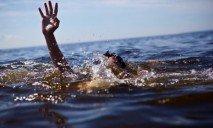 В Днепропетровске спасли тонущего юношу