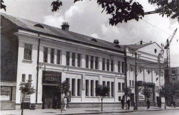 Фасад по проспекту Карла Маркса.
