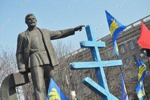 памятник Петровскому