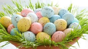 DIY-easter-home-decorating-ideas-speckled-eggs