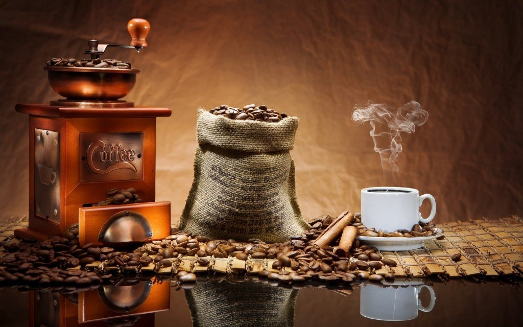 Food___Drinks_Coffee_grinder_and_coffee_042722_