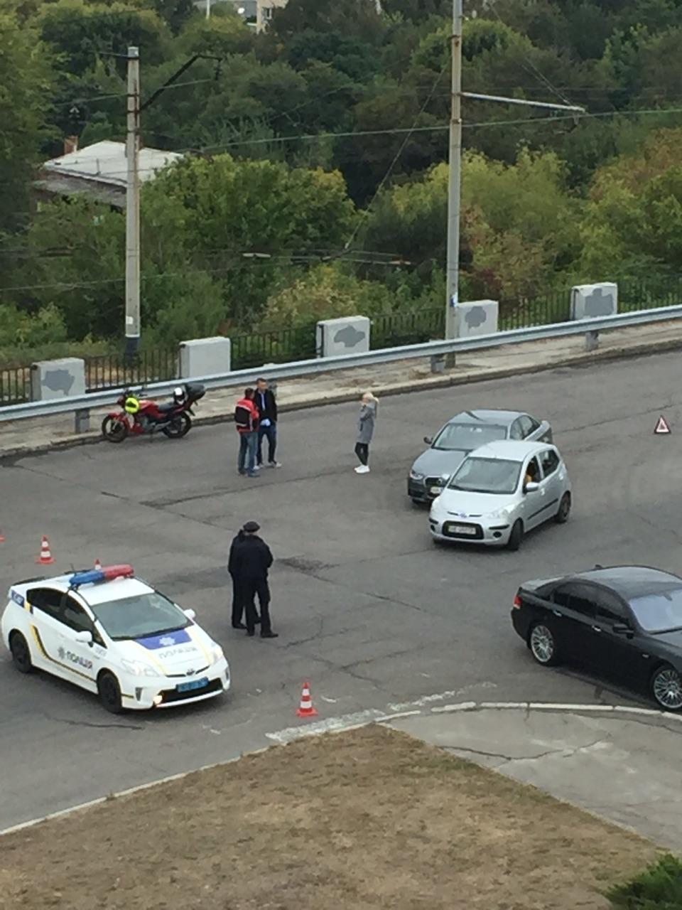 Из-за несоблюдения правил движения возле памятника Славы случилось ДТП