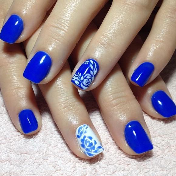 Гелевые ногти в синем цвете