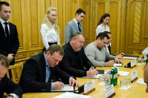 1 Меморандум про співробітництво підписали керівники області, енергетики, міські голови.