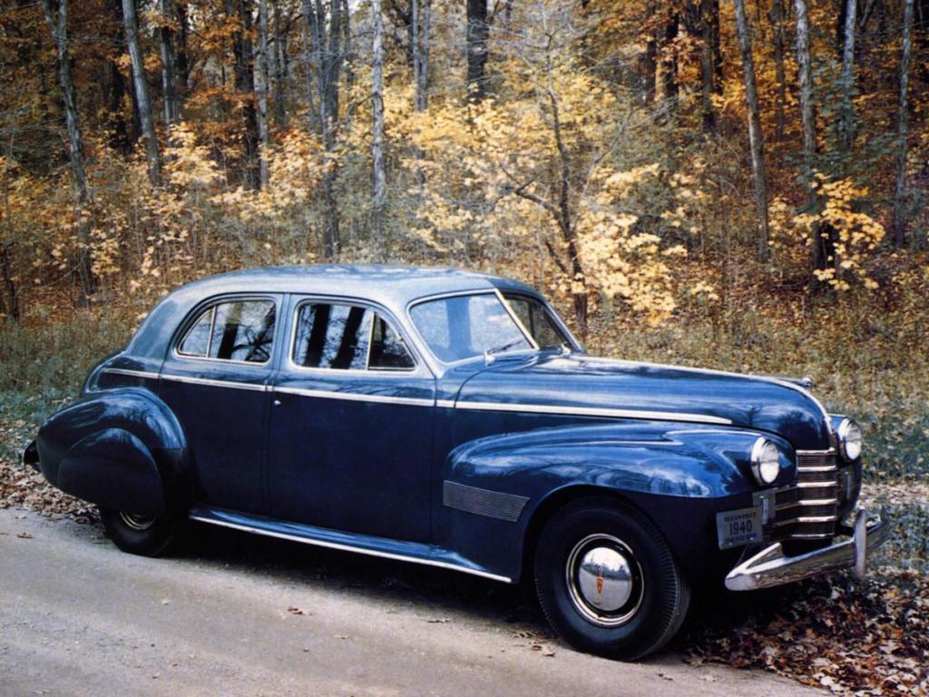 oldsmobile_custom_cruiser_2