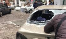 Под Днепровским горсоветом «трощат» машины