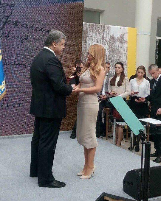 Президент присвоил Тине Кароль звание народной артистки