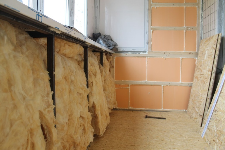 Как утеплить балкон изнутри в панельном