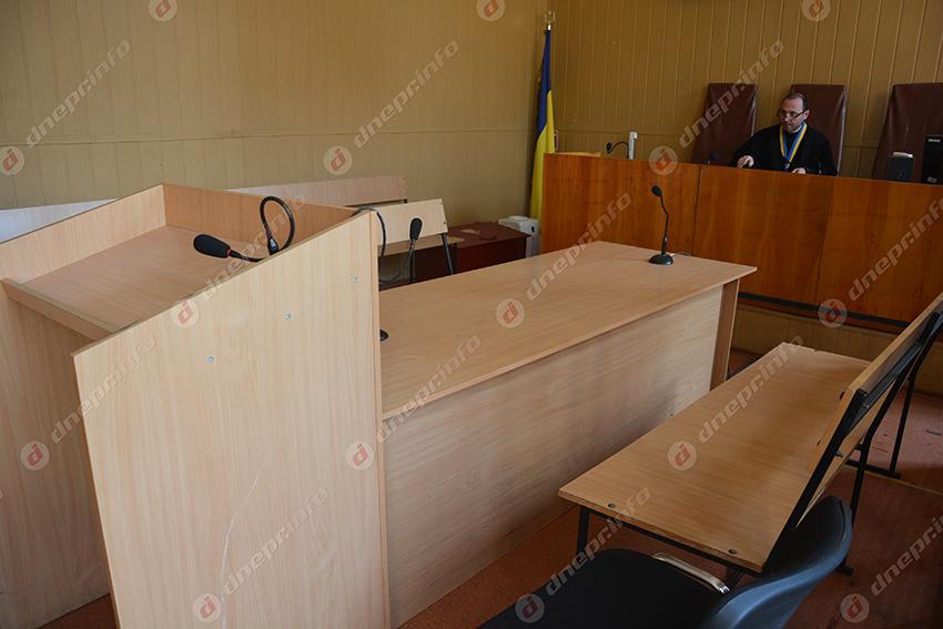 пустой зал суда, на всякий случай