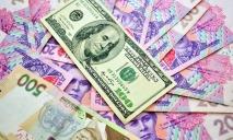 Украинцы массово избавляются от американской валюты