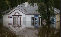 В Днепре из-за непогоды десятки домов ушли под воду