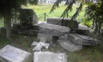 Украина приостановила легализацию польских памятников