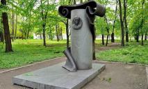 Над памятником известного архитектора Днепра поглумились вандалы