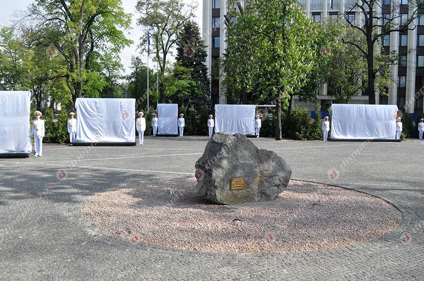 ВДнепре торжественно открыли обновленную Аллею Героев
