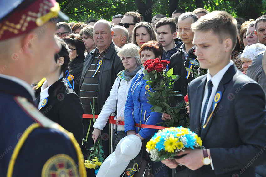 ВДнепре открыли мемориал героям Небесной сотни