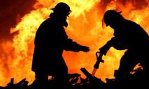 В соседнем городе Днепра пожарные вынесли на руках ребенка из огня