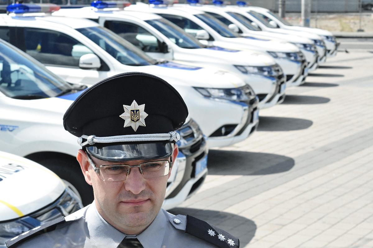 Аваков поведал орекордном спросе навыдачу биометрических паспортов