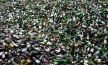 Активисты Днепра переубеждали горожан выбросить в мусор бутылочки с алкоголем