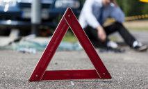 ДТП в Днепре: BMW с беременной девушкой за рулём врезался в столб