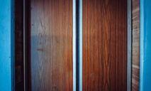 В Днепре мужчина украл двери лифта