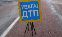 В Днепре два автомобиля слетели с дороги после столкновения