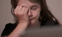 Полицейские спасли от холода практически раздетую 12-ти летнюю девочку