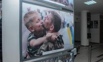В Днепре ко Дню защитника Украины открылась специальная фотовыставка
