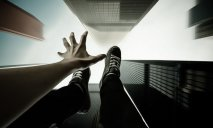 Неудавшееся самоубийство: в Днепре школьница выжила после падения с 9 этажа