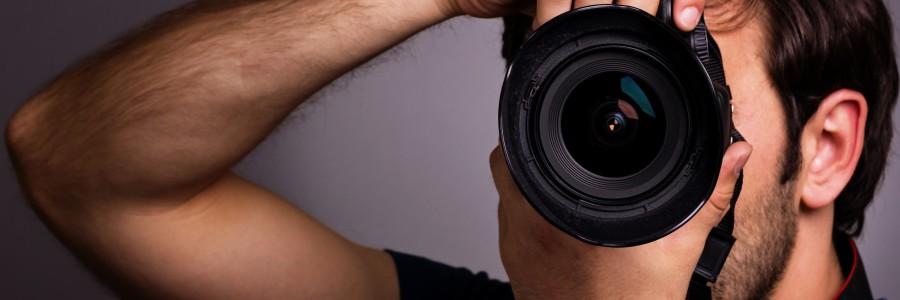 4391x3000_paren-tehnika-fotoapparat-fotograf-900x300