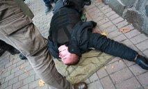 Очень «тяжелых», взорванных гранатой полицейских сейчас везут в Днепр