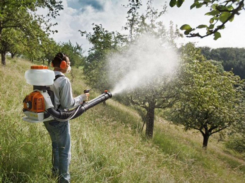 Opryskivanie_insekticidami_
