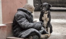 Пенсионера бросили в другом городе без средств на выживание