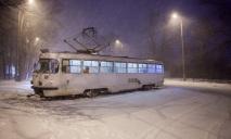 В Днепре из-за непогоды сошел с рельсов трамвай