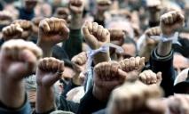 Из-за Днепра люди в Черногории вышли с плакатами на акцию