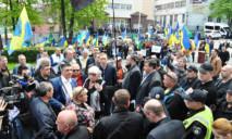 В Днепре под областной полицией протестовали сотни людей