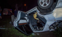 Жуткая авария в Днепре: автомобиль перевернулся на крышу, пострадало 5 человек