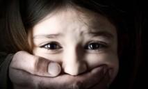 Родители-извращенцы насиловали свою 4-летнюю дочь и продавали видео
