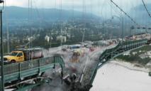 ЧП: в Днепре начал разрушаться мост