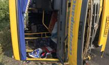 Под Днепром перевернулся автобус с 30 людьми